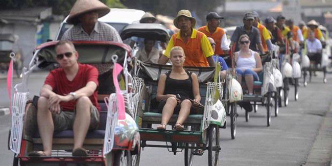 tourist-in-becak